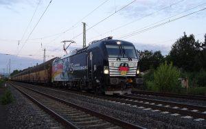 """PCT-Zug mit """"Deutschland""""-Lok BR193 aus Anlass von 25 Jahren Deutsche Einheit (Siemens """"Vectron"""")"""