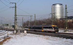Siemens Desiro Dieseltriebwagen der Baureihe 642 der Städtebahn Sachsen bei der Einfahrt in den HBF Dresden