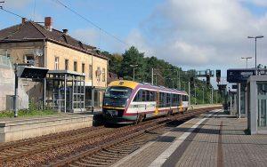 Die Städtebahn Sachsen hält am BHF Kamenz