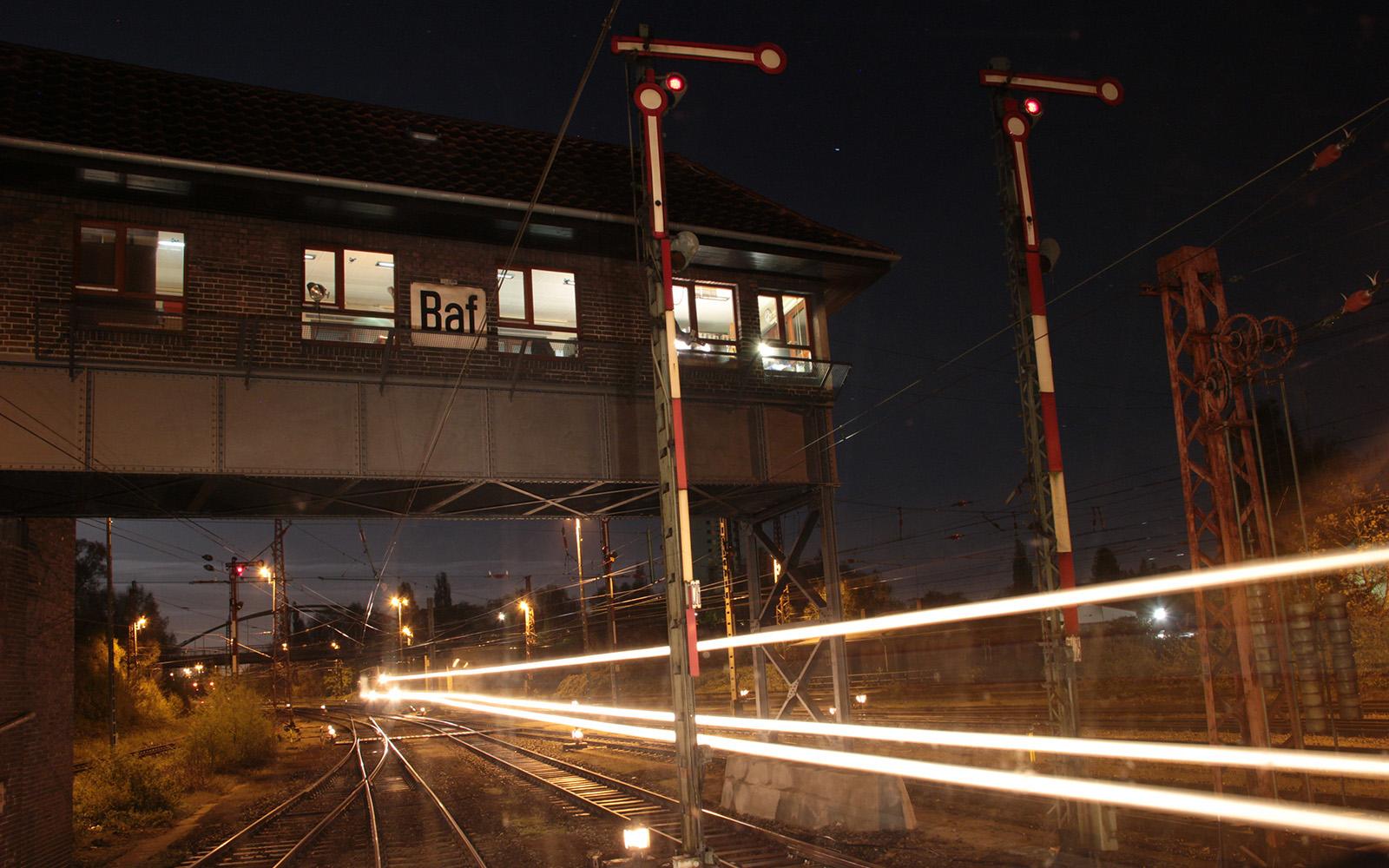 Foto: Rangierbahnhof in Bremen bei Nacht. Fotografiert von railmen-Lokführer Denis Herwig.