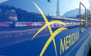 Schriftzug der Meridian Bahn in Bayern
