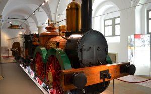Die erste in Deutschland gebaute Dampflokomotive: die SAXONIA als Nachbau im Verkehrsmuseum Dresden.