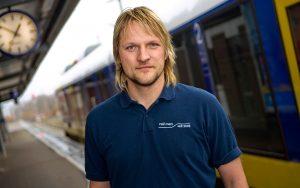 Tf bereit für seinen nächsten Job für die Verkehrsbetriebe Elbe Weser am Bahnhof Bremerhafen.