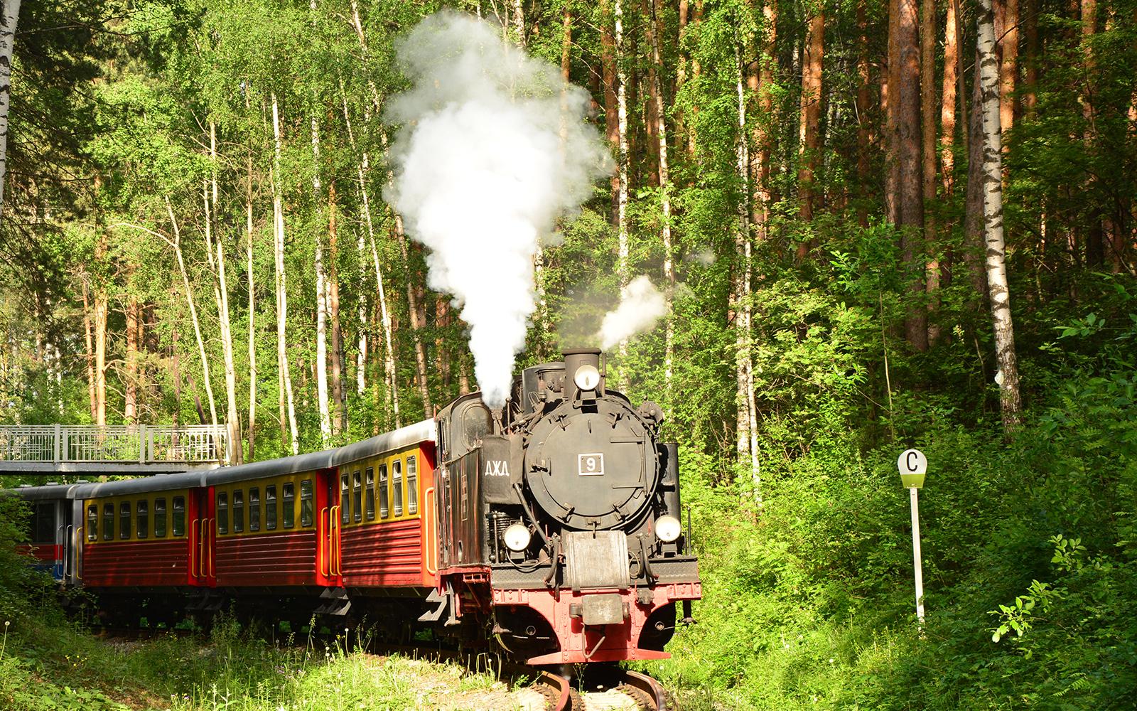 Foto: Und das ist sie, die deutsche Lok aus den 30ern, die heute die Parkeisenbahn durch die Wälder von Jekaterinburg in Russland zieht. Die Lok 9 wurde einst aus dem Mansfelder Land in Sachsen-Anhalt nach Jekaterinburg überführt. Eingefangen von railmen-Lokführer Steffen Mann.