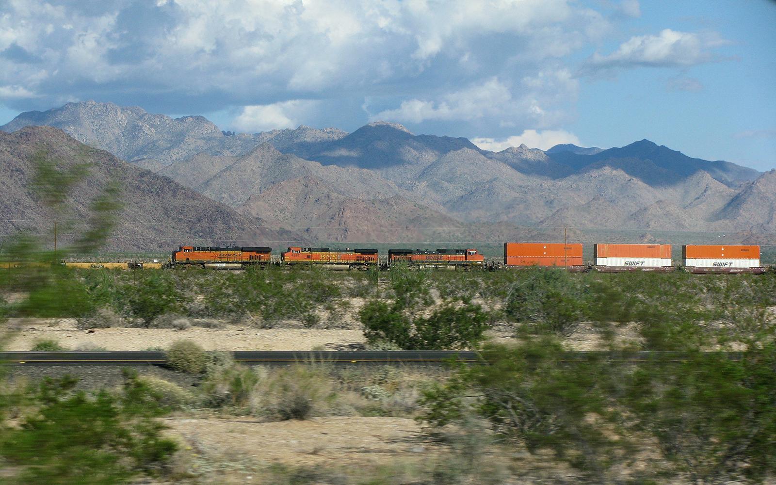 Foto: Westbound. Güterverkehr im tiefen Westen der USA Richtung Kalifornien. Fotografiert von railmen-Lokführer Andreas Kern auf einer Urlaubsreise in