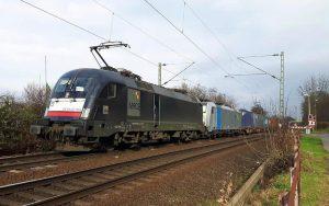 railmen-Tf im Einsatz für ERS beim Überqueren eines Bahnübergangs