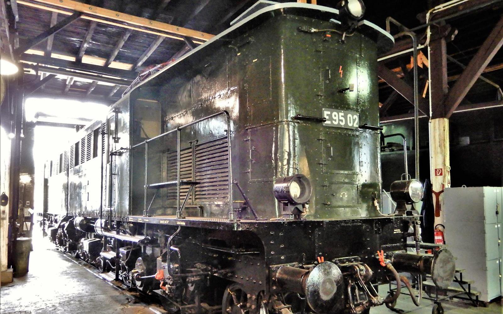 ©Foto: Christian Wodzinski   railmen   Im Lokschuppen des DB Museums Halle   Güterzuglokomotive E95 02