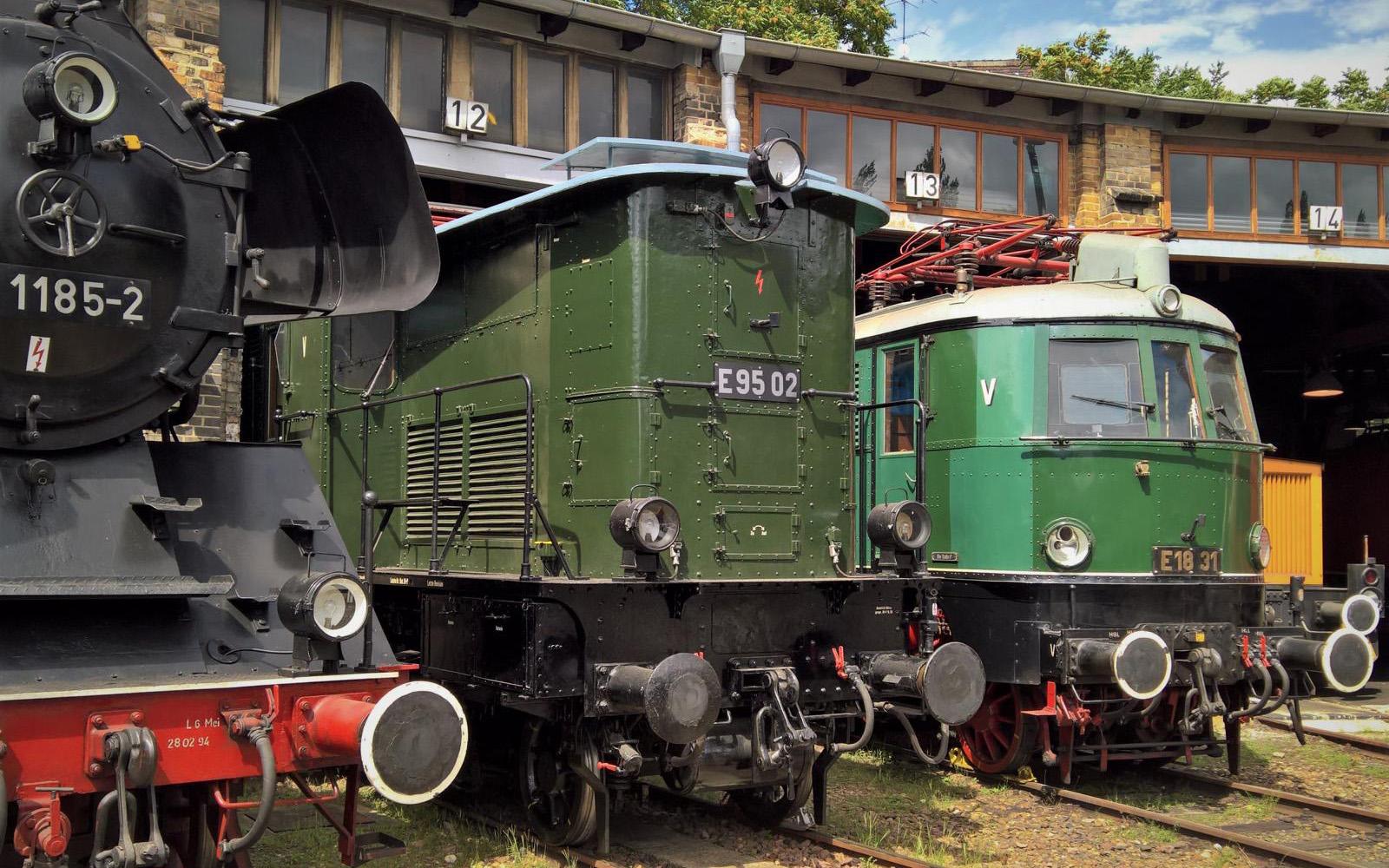 ©Foto: Christian Wodzinski   railmen   Güterzuglokomotive E95 02 BJ 1927 sowie die Elektrolokomotive 18 31 BJ 1937 im DB Museum Halle