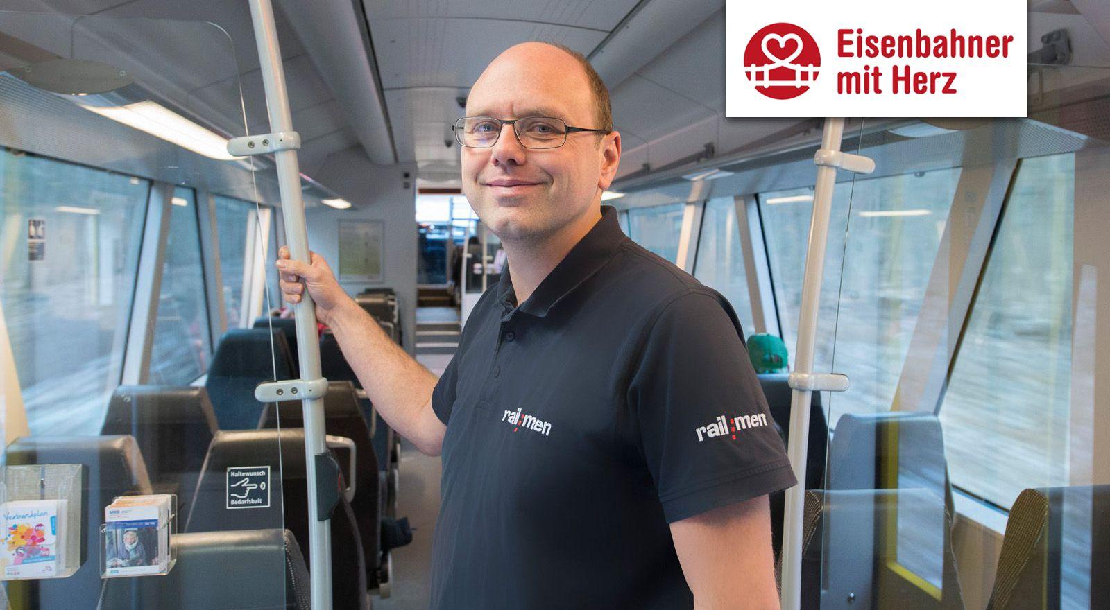 Lokführer Jan Krehl steht im Fahrgastraum der Mitteldeutschen Regiobahn.