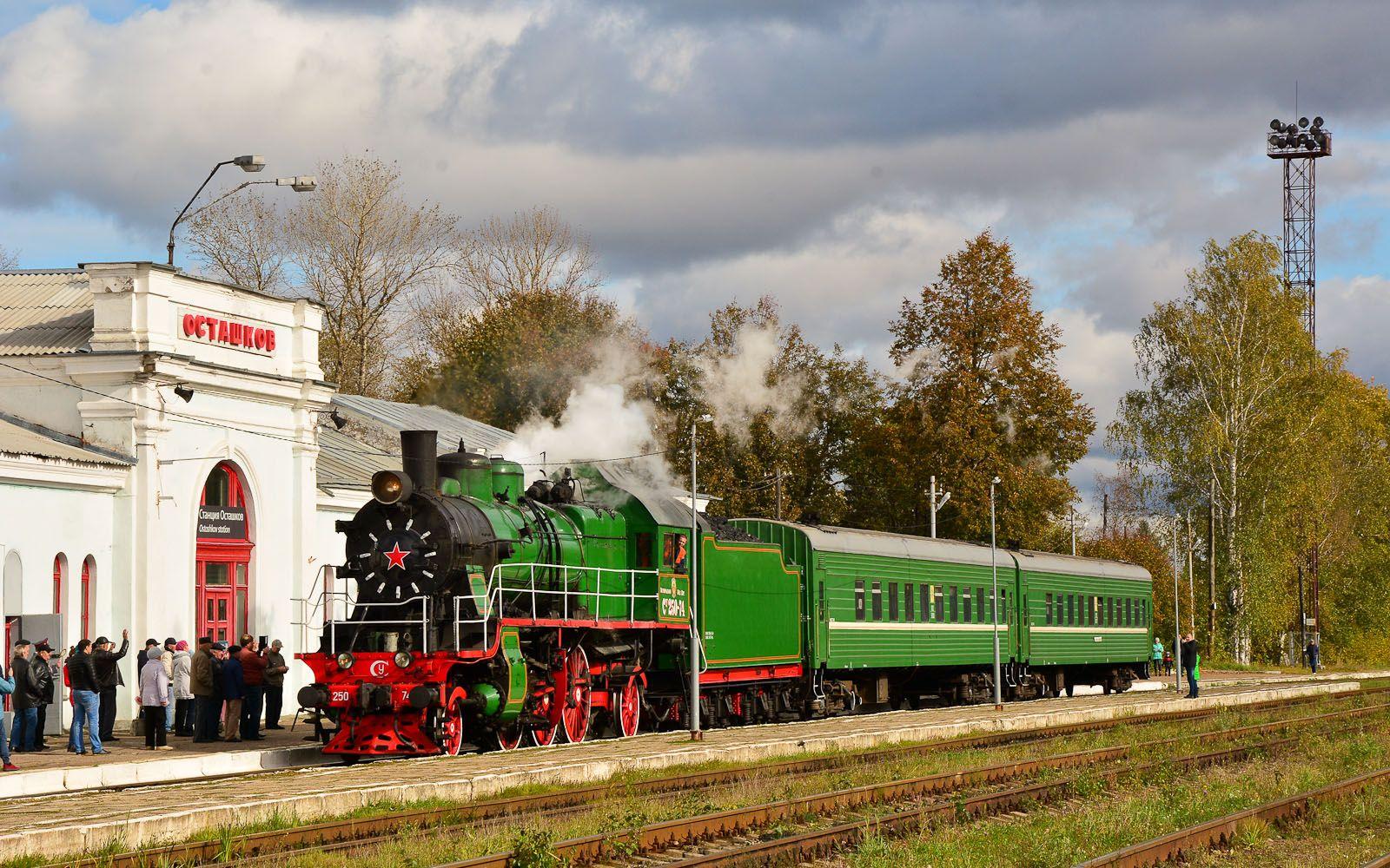 ©Foto: railmen Steffen Mann | Dampflok CY250-74 fährt mit Dampf im Bf Ostaschkov ein | 29.09.2018