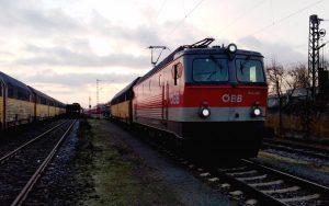 Altbau E-Lok ÖBB mit Güterwagons