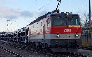 Altbau E-Lok ÖBB 1144 bringt Neuwagen für die Autoindustrie nach Bremerhaven
