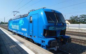 Blaue Smartron Lok von Siemens am Bahnhof in Rohrbach an der Ilm