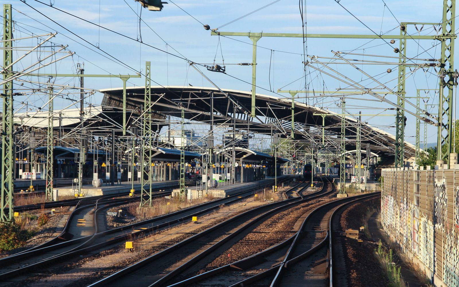 ©Foto: Denis Herwig   railmen   Lokführer im Dienst für InfraLeuna   Einfahrt in den Bahnhof Erfurt