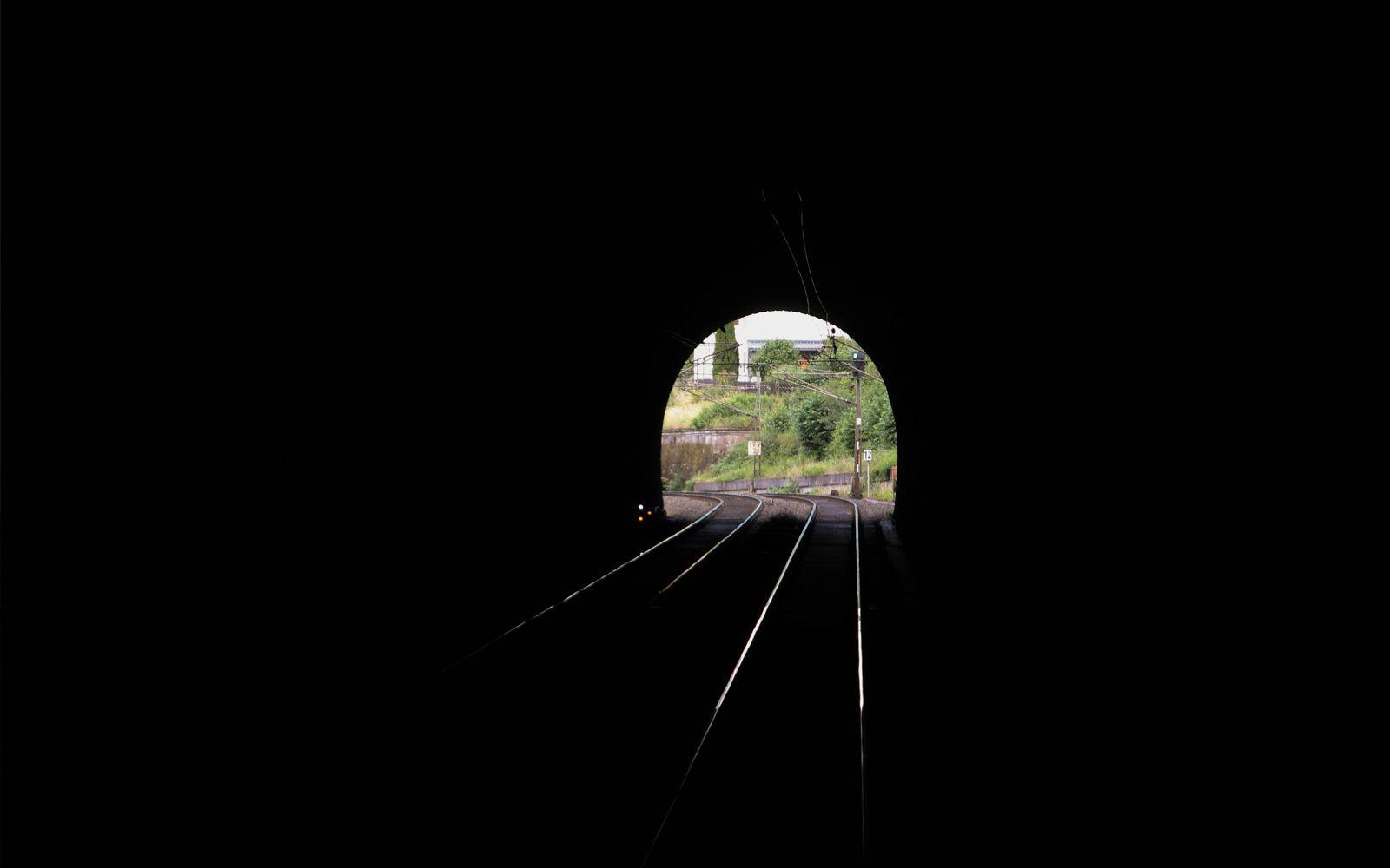 ©Foto: Denis Herwig   railmen   Lokführer im Dienst für InfraLeuna   Blick aus dem Hönebachtunnel bei Wildeck-Hönebach