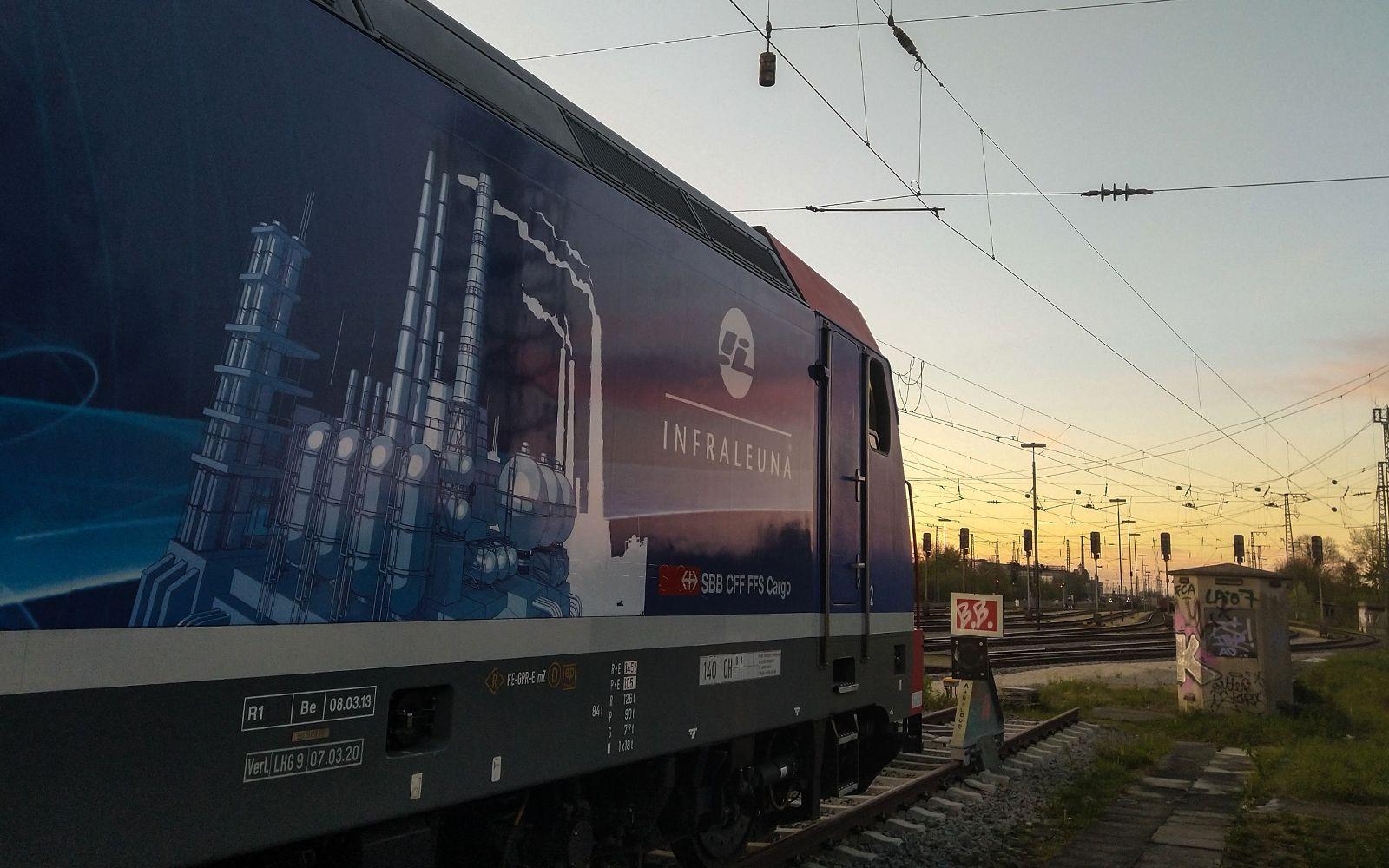 ©Foto: Denis Herwig   railmen   Lokführer im Dienst für InfraLeuna   Sonnenuntergang bei Augsburg