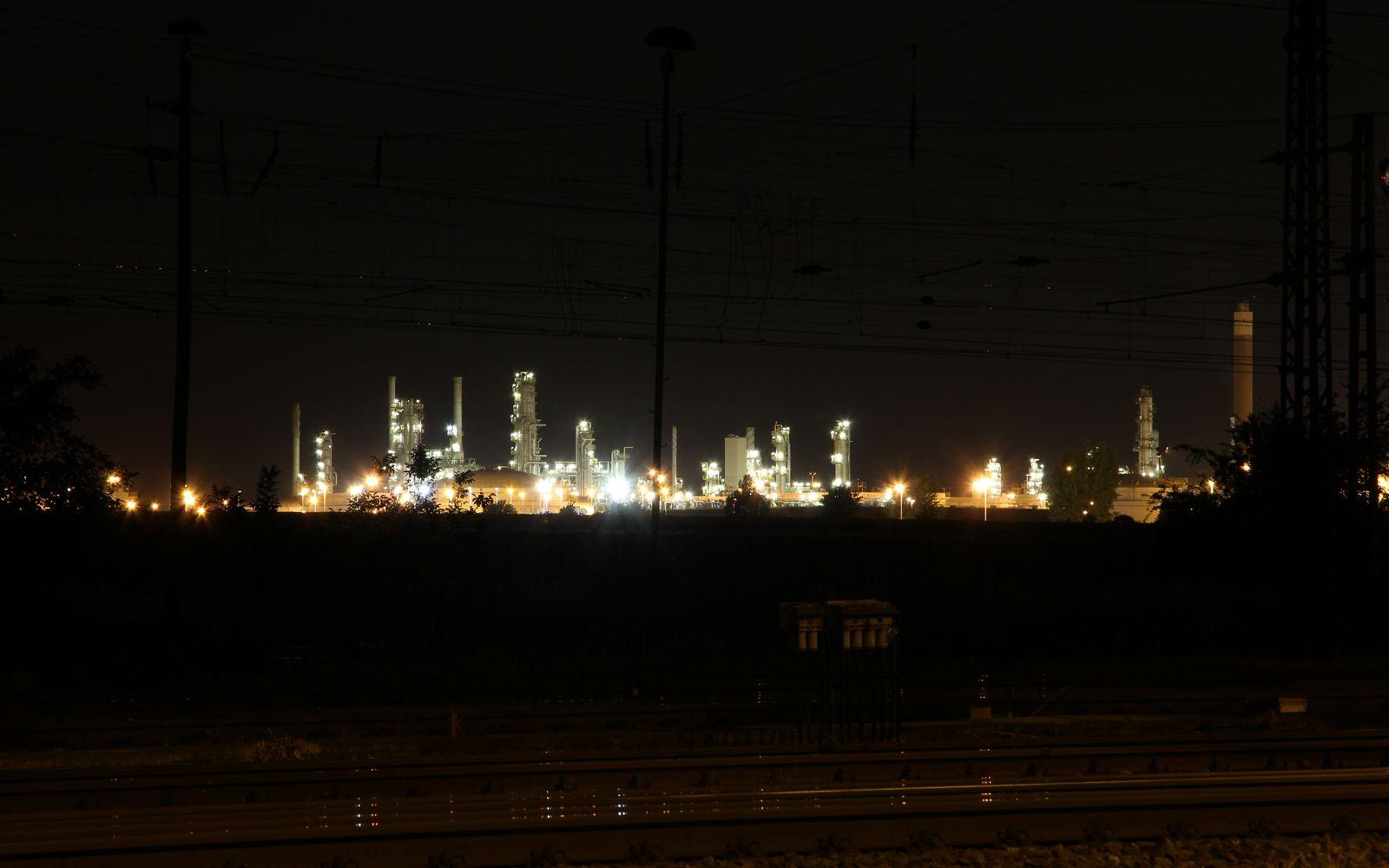 ©Foto: Denis Herwig   railmen   Lokführer im Dienst für InfraLeuna   Leuna Raffinerie bei Nacht