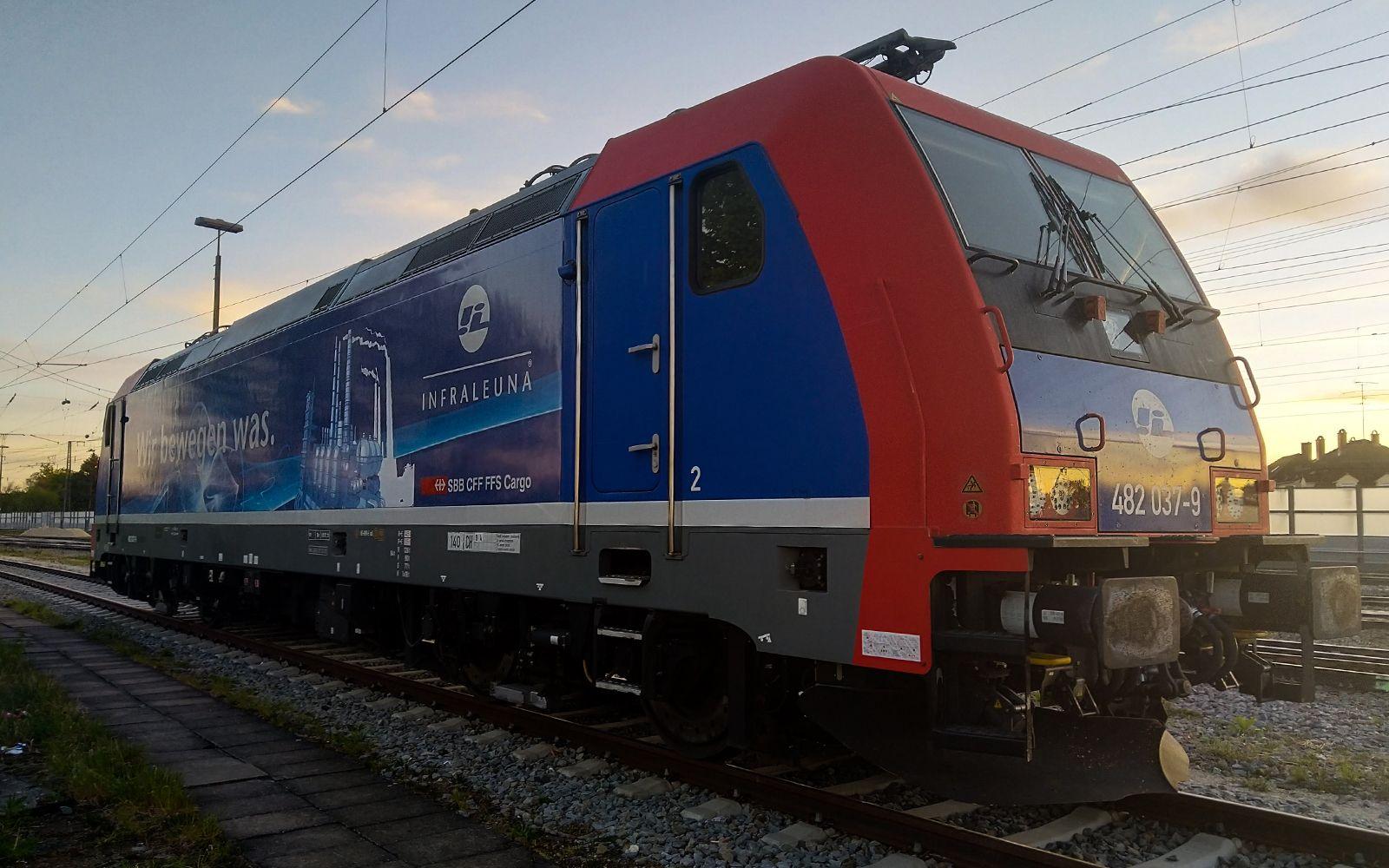 ©Foto: Denis Herwig   railmen   Lokführer im Dienst für InfraLeuna   Abstellung bei Augsburg
