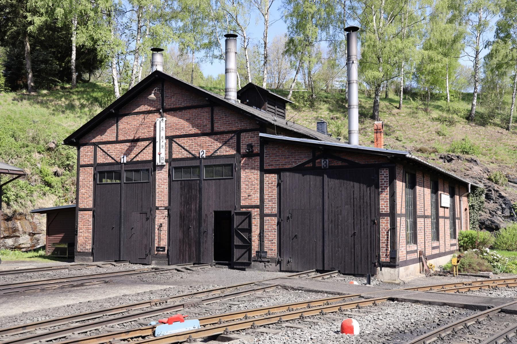 ©Foto: Christian Wodzinski | railmen | Herberge für die betriebsfähigen Dampflokomotiven – der historische Lokschuppen in Jöhstadt.