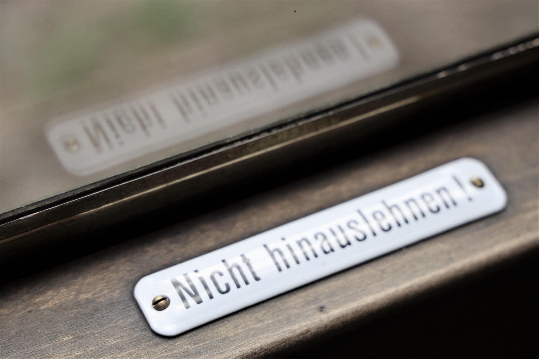 ©Foto: Christian Wodzinski | railmen | Fensterwarnschild: Nicht hinauslehnen!