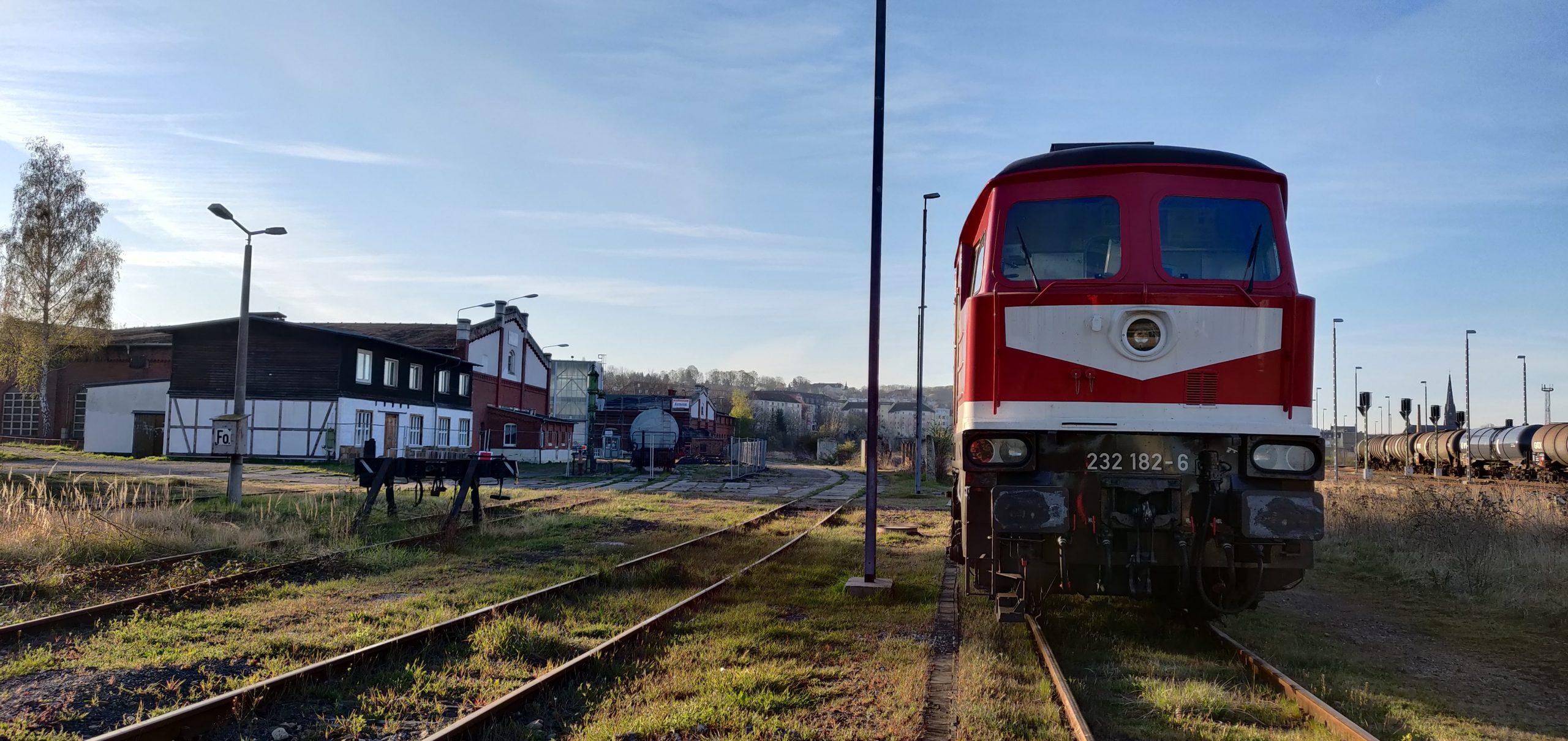 ©Foto: Christian Wörpel   railmen   Die BR232 182-6 in Gera Gbf am Museum Gera.Die Lok wurde 1975 an die DR ausgeliefert und lief bis 2009 bei DB Cargo bis sie Z-gestellt wurde. 2014 kaufte die LEG die Lok und arbeitet sie wieder auf. Seitdem ist sie im Raum Leipzig wieder unterwegs.