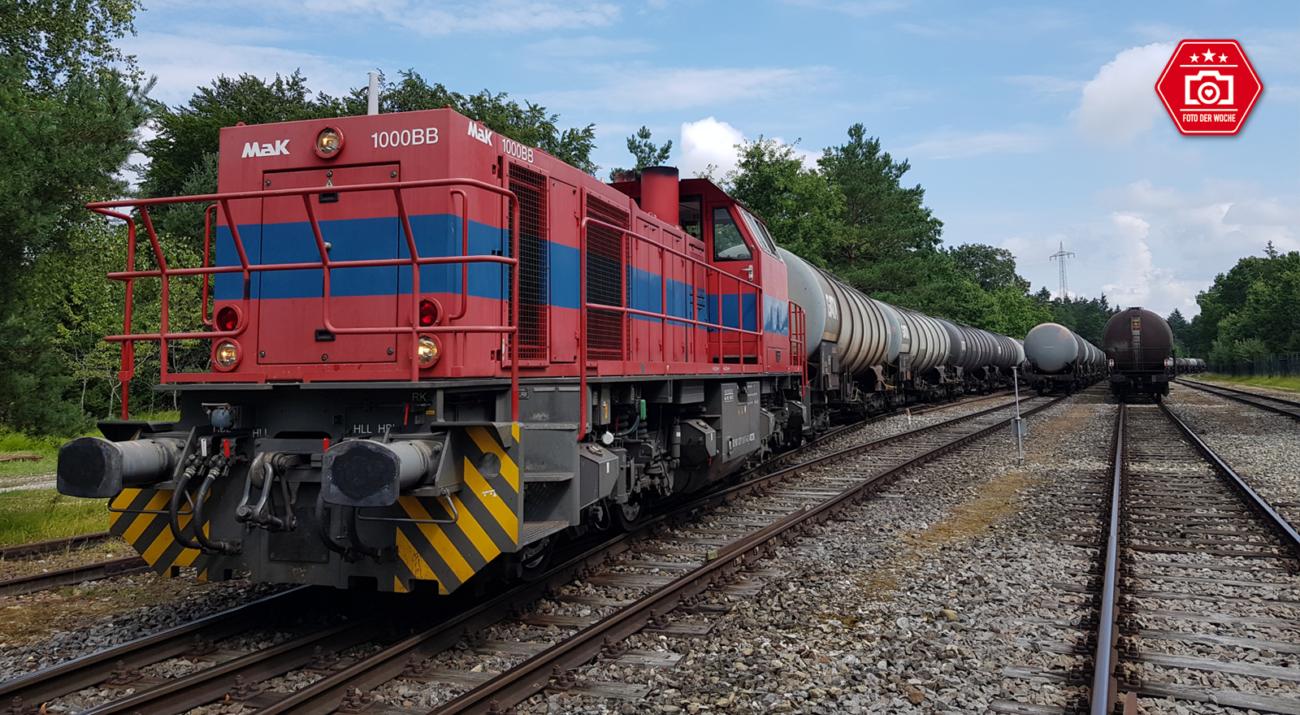 ©Foto: Mario Hinz | railmen | Diesellok G 1000 im Tanklager Krailling Oil mit Kesselwagen. Der Zug wird hier gewogen und dann zur Entladung hingestellt.